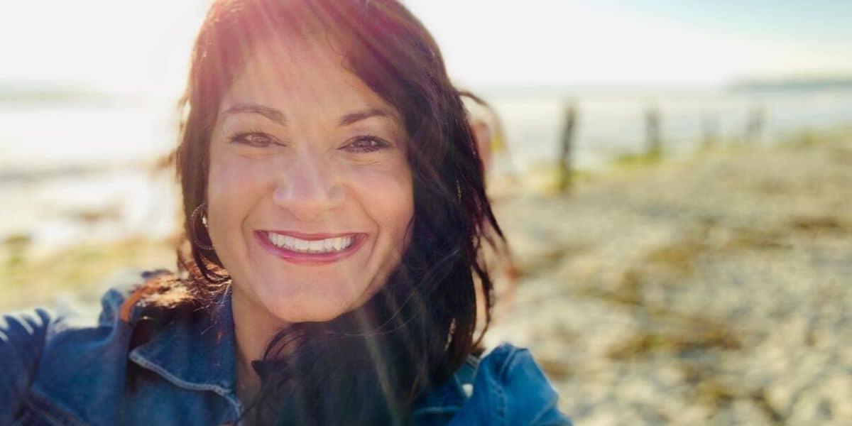 Amisha Klawonn centered mama at the beach