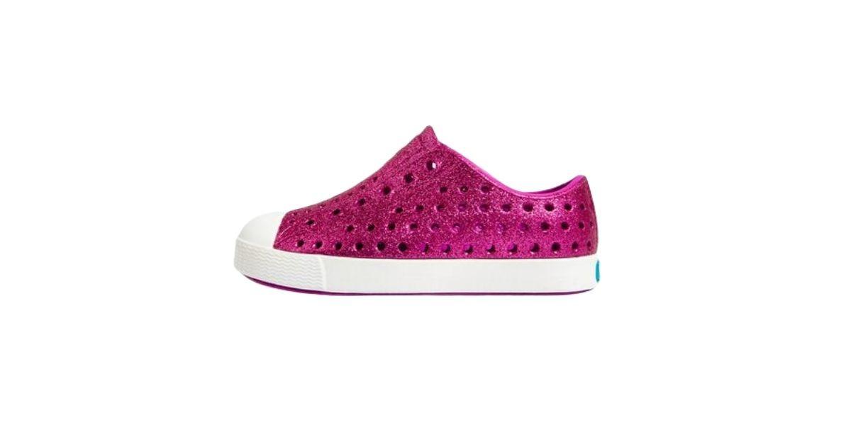 Dark pink Natives girls shoe.