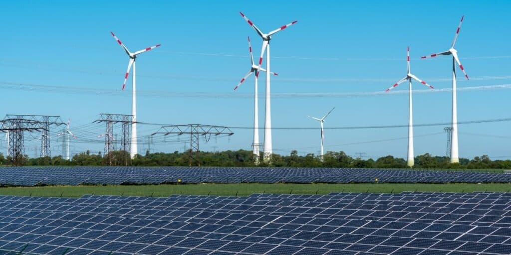 Energy grid with solar and wind power